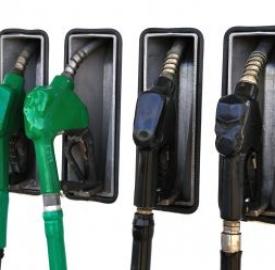 Prezzi benzina altissimi, prospera il mercato nero