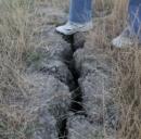 Terreno crepato dopo un terremoto