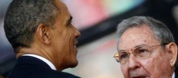 Obama e Raul Castro al funerale di Mandela