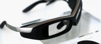 Sony batte Google e presenta i Smarteyeglass
