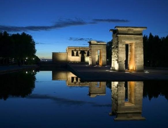 Anochecer en el Templo de Debod de Madrid
