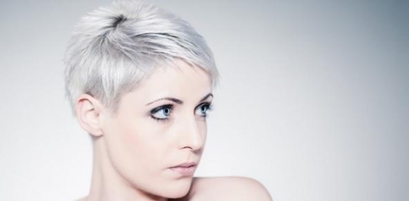 Tagli capelli corti color argento  490b6a4a68dc