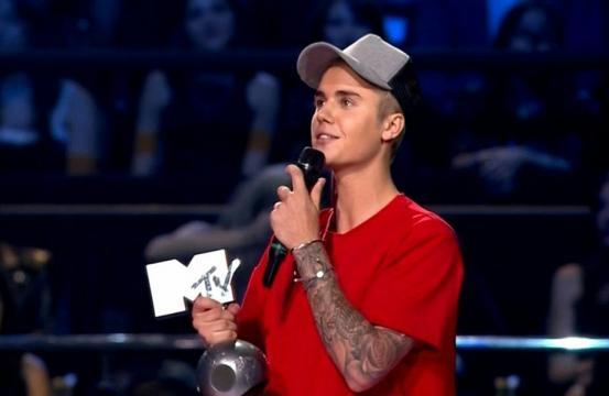 Justin bieber se torna o artista mais premiado da hist ria for Justin bieber caracteristicas