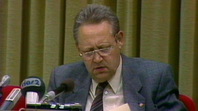 G nter schabowski ist tot der mann der die mauer ffnete for Spiegel tv news