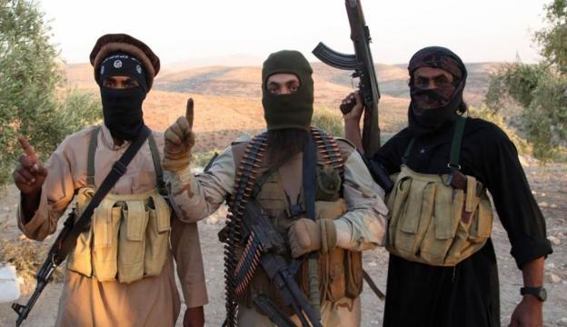 Tre terroristi dell'Isis in posa