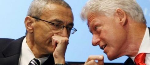 John Podesta insieme a Bill Clinton