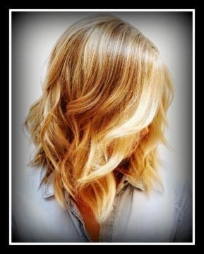 Taglio capelli medi scalati dietro