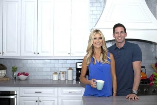 what is 39 flip or flop 39 couple tarek and christina el moussa 39 s net worth in 2016. Black Bedroom Furniture Sets. Home Design Ideas