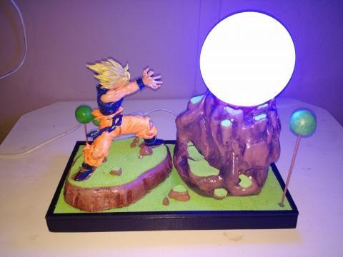 Lámpara terminada y encendida (Goku kamehame ha)