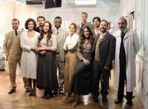 Il segreto scoppia l 39 amore tra due attori sul set ecco for Il segreto news spagna