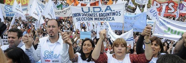 Los docentes resisten lo impuesto por Cornejo