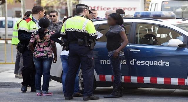 anuncios prostitutas barcelona ada colau prostitutas