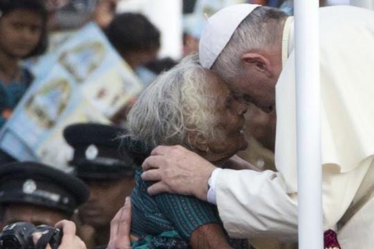 Resultado de imagem para papa francisco e os pobres