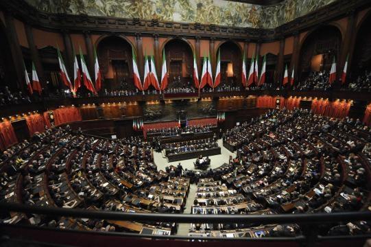 Nell 39 italia degli sprechi c 39 chi supera i vitalizi dei for Senato della repubblica