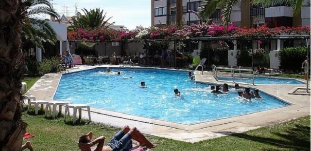 Mulher agredida por gang que ia a caminho de piscina da for Juntas piscina