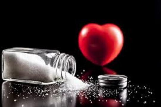 Risultati immagini per troppo sale fa male