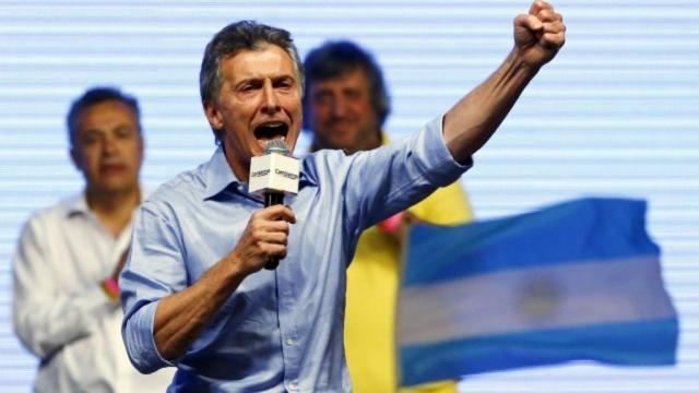 Cuando Macri prometió mantener la empresa aerea de bandera