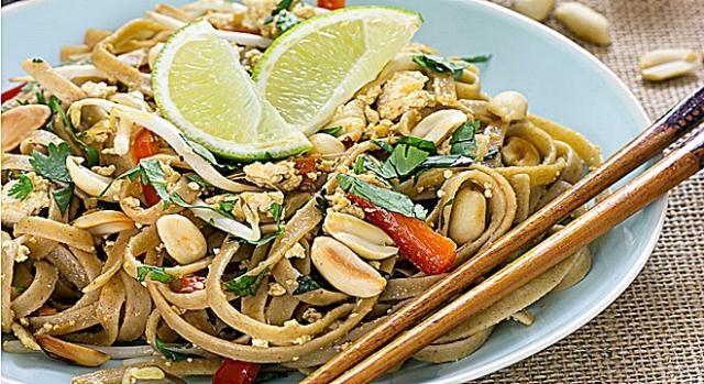 Pad Thai De Verduras Con Salsa De Man Ideal Para Veganos