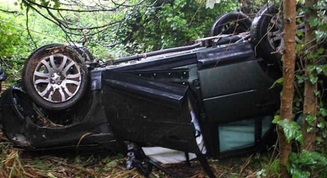 Veículo capotou e ficou imobilizado no meio da mata da Serra da Boa Viagem