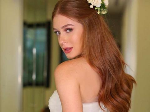 Marina usou vestido tradicional e rendado para o casamento religioso só para a família.