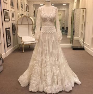Vestido foi feito pelo estilista Sandro Barros.