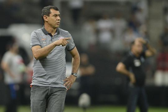 Carille acredita que mais cinco vitórias darão o título ao Corinthians