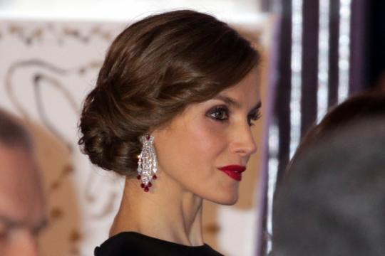 Doña Letizia estrena peinado con motivo del 30 aniversario del ... - totumrevolutum.es