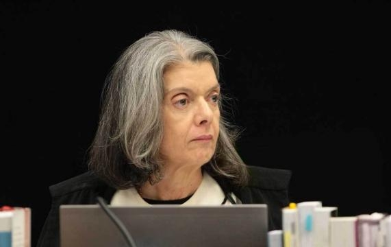 Presidente do STF, Cármen Lúcia, causou 'confusão' durante votação em Plenário