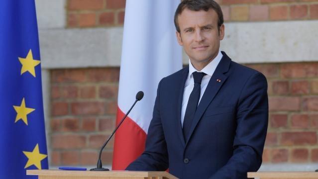 Macron réunit le gouvernement pour affronter une délicate rentrée ... - publicsenat.fr