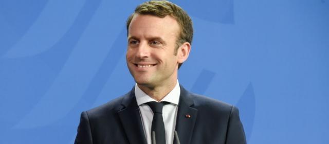 Nouveau coup dur pour Emmanuel Macron : sa cote de popularité en ... - gala.fr