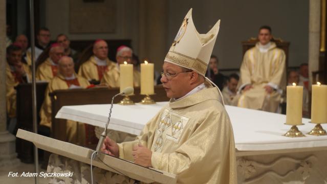 Abp. Grzegorz Ryś apelował o jedność i wzajemną współpracę w dziele tworzenia wspólnoty kościelnej (fot. Adam Sęczkowski)