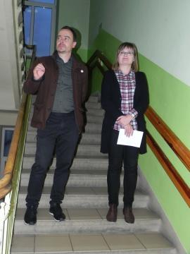 Wystawę prezentowali w Ostrowcu Świętokrzyskim: Wojciech Mazan i Monika Stępień (fot. Krzysztof Krzak)