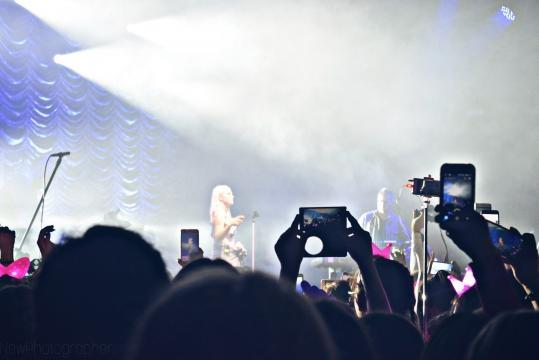 Margaret na scenie podczas swojego koncertu - Hala Gryfia, Słupsk 6.10.2017 r. Zdjęcia dla Blasting News wykonała: Natalia Hołowaty