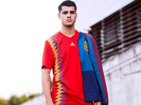 Morata pour l'Espagne en hommage au maillot 1994