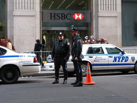 NYPD cops in Manhattan (Image credit: Ciar – Wikimedia Commons)