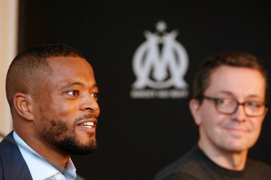 Evra tacle l'ancienne direction de l'OM - Football - Sports.fr - sports.fr