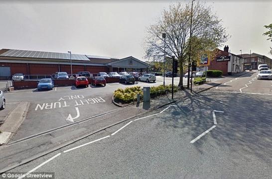 Bessie Farnworth foi multada neste estacionamento (Crédito: Google Street View)
