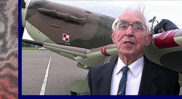 Stuletni weteran wojenny Kornicki przed swoim samolotem z czasów wojny Spitfire Mk V (scrn)