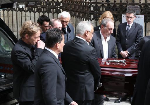 PHOTOS - Obsèques de Florence Arthaud : sa fille Marie, Jeannie ... - closermag.fr