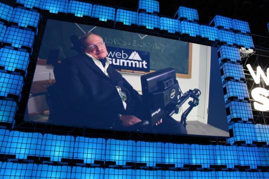 Stephen Hawking falou ao público do Web Summit