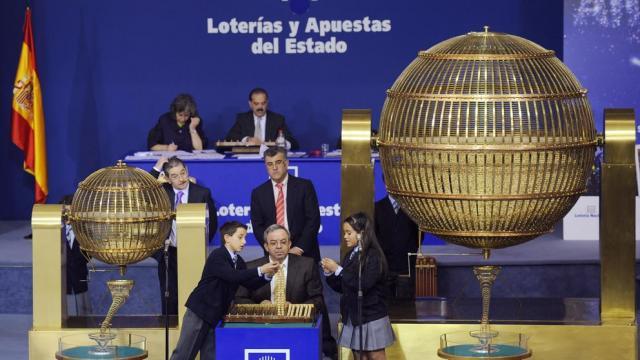 MÓSTOLES / Cae el 5º Premio de la Lotería de Navidad, el 22259 ... - noticiasparamunicipios.com
