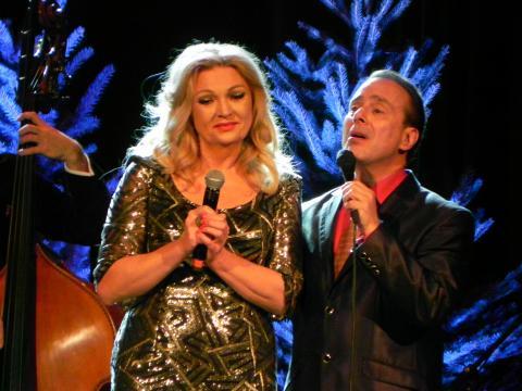 Małgorzata Walewska i Gary Guthman podczas koncertu w Ostrowcu Świętokrzyskim (fot. Krzysztof Krzak)