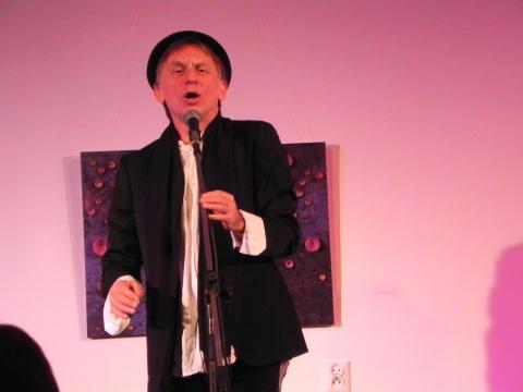 Krzysztof Tyniec podczas recitalu w Ostrowcu Świętokrzyskim (fot. Krzysztof Krzak)
