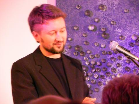 Piotr Kajetan Matczuk, akompaniator K. Tyńca (fot. Krzysztof Krzak)