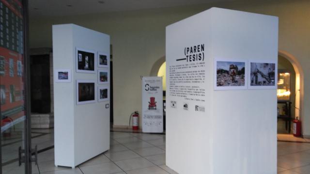 El Cine Morelos tiene en su vestíbulo la exposición Paréntesis.