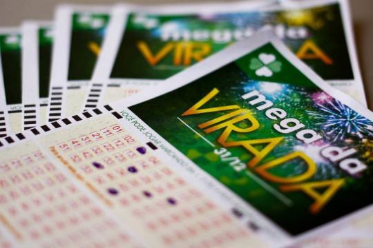 Apostadores sonham com a Mega da Virada, que neste ano deve pagar cerca de R$ 280 milhões.