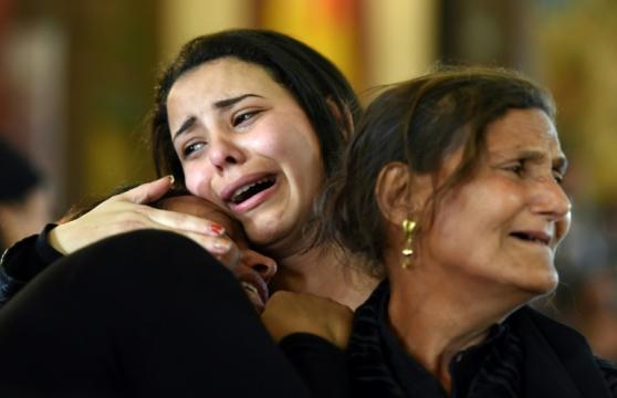 La sofferenza negli occhi dei familiari delle vittime.