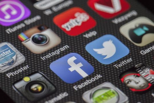 Facebook is not Dear Diary or Dear Abby. (Image via Pixabay).