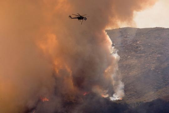 Helicopters fight forest fire near the Mexican border (Image credit - Andrea Booher, Wikimedia Commons)