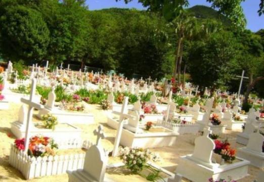 Voici le cimetière à Saint-Barthélemy où Johnny Hallyday sera ... - closermag.fr